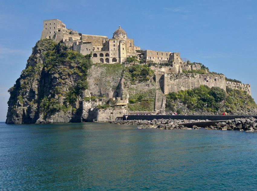 Hotel Ischia Porto: Castello Aragonese, Torre di Michelangelo, Museo ...
